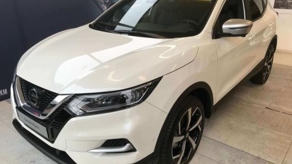 Nissan Qashqai new Tekna 1.3 140pk benzine drive assist + glasdak. White metallic